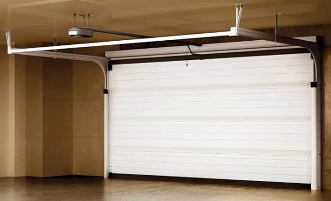 Garage von innen bei geschlossenem Garagentor